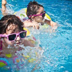 Liczba utonięć spada, pływanie stosują surowsze zasady